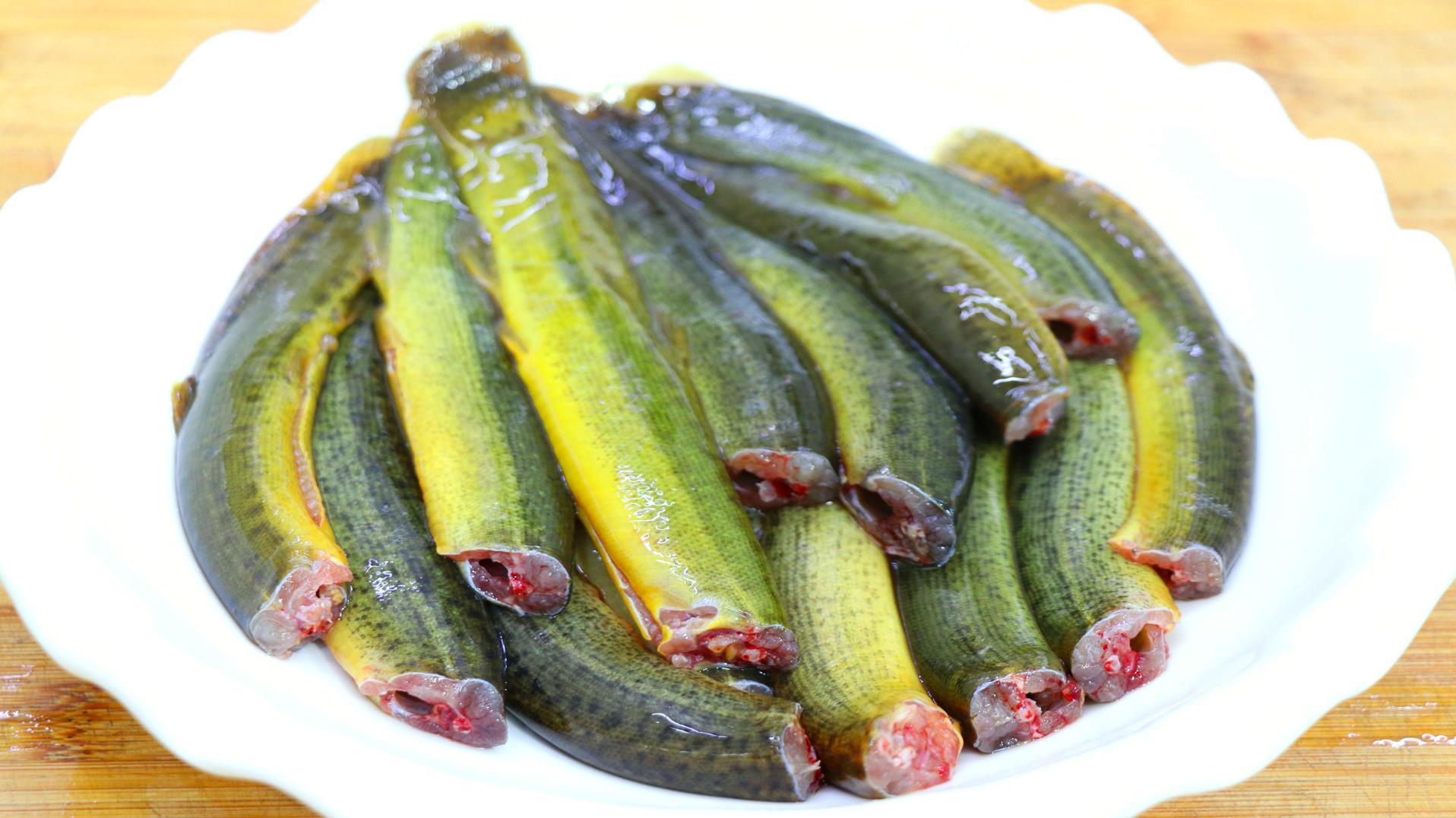 四川人喜欢这样吃泥鳅,麻辣鲜香入味好吃,出锅那一刻我咽口水了安卓版