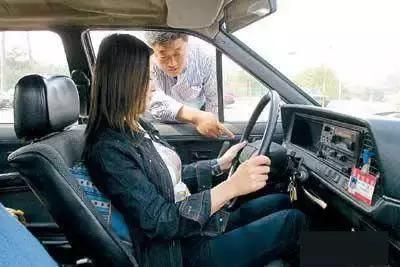 学车口诀大全!背下这些再考不过,基本上就告别驾照吧!插图