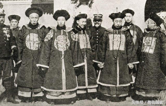 穿越清朝当皇帝txt全本免费下载,穿越回清朝做正一品官员 能分20间房子 让现代人羡慕