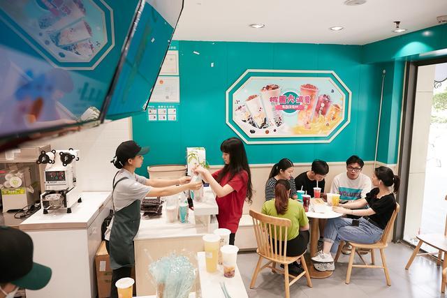 2020开奶茶店,该走奈雪喜茶高端路线还是桃园三章亲民化方向?