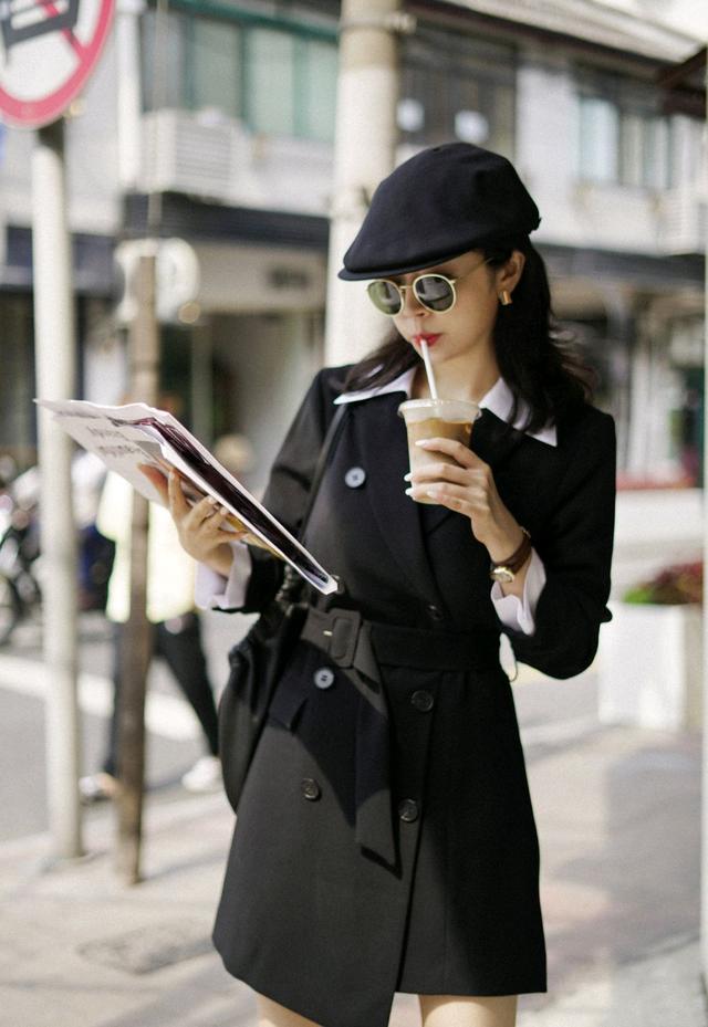 初秋怎么穿才精致?黑色西装裙配白色衬衫,干练又不乏时尚感-第1张