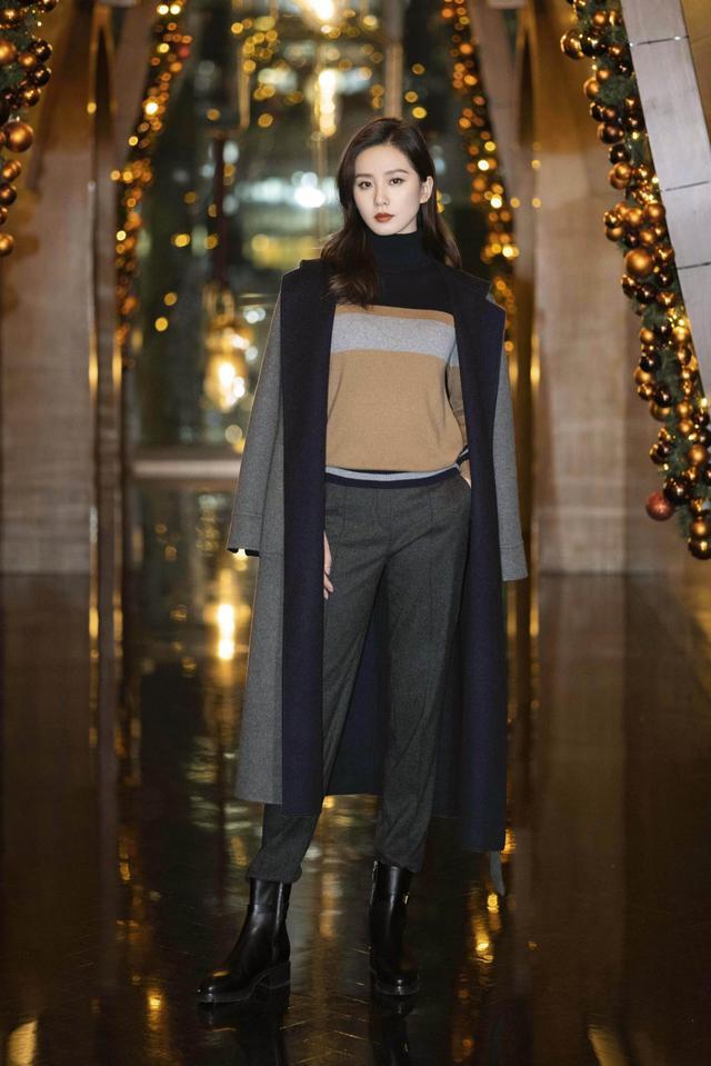 刘诗诗堪称职场穿衣典范,针织衫+西裤优雅知性