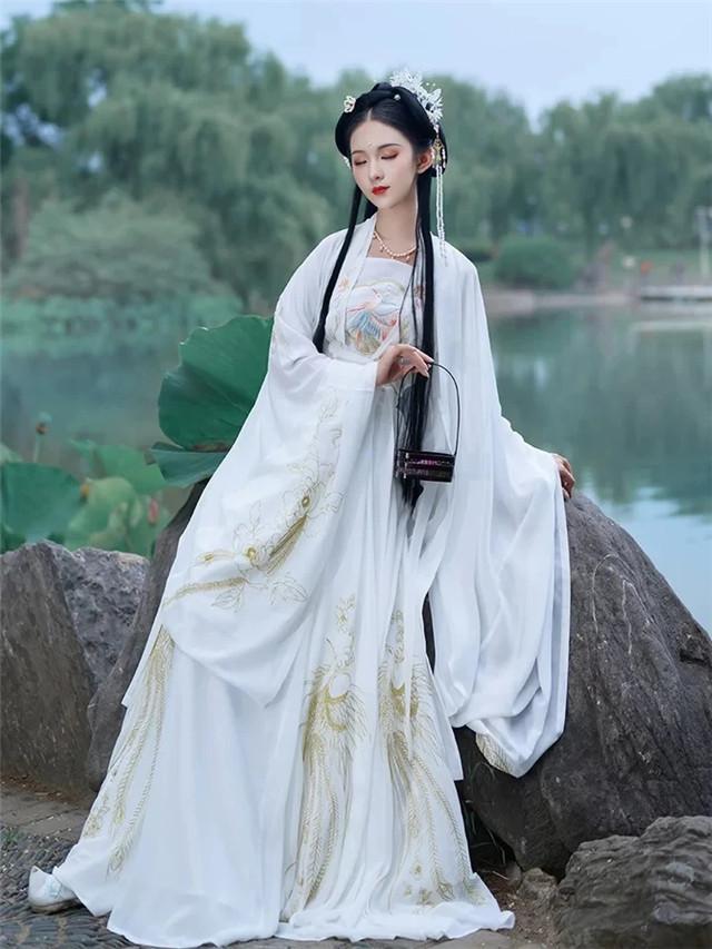 """外国女人都""""上头""""的汉服,学会穿法和搭配是关键,成为古装女神-第10张"""