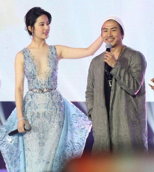 刘亦菲也放开了,穿唯美薄纱裙大秀身材,玲珑曲线太吸睛-第4张
