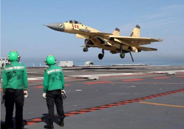 待遇比飞行员更高,航母上最特殊的兵种,每天必须与死亡搏斗-第1张
