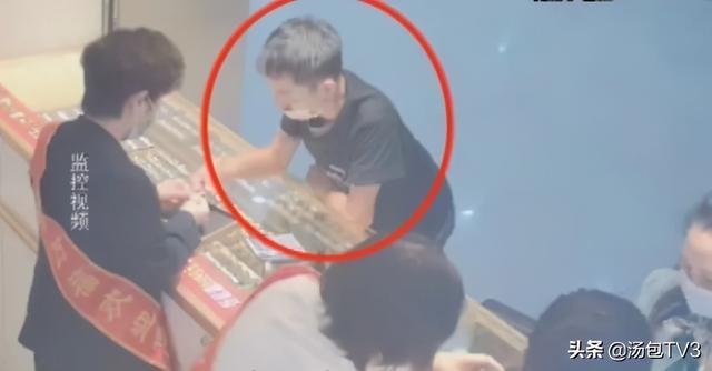 武汉一金店被抢,男子换到钱的第一时间竟是去买衣服 全球新闻风头榜 第2张