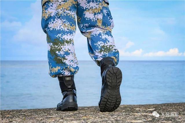 解放军新型作战靴曝光:不足一公斤 较17式减重27%-第2张
