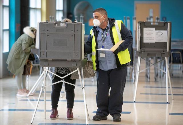疫情影响美国大选计票?美国一州多名市政厅工作人员隔离