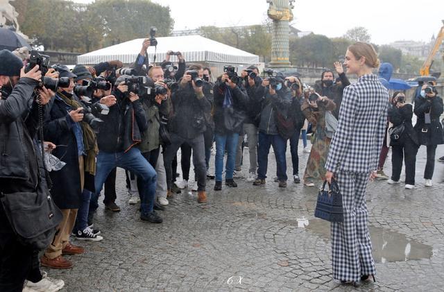 LV少奶婚后首秀Dior巴黎春夏,孟美岐云上看秀穿出一身清流-第3张