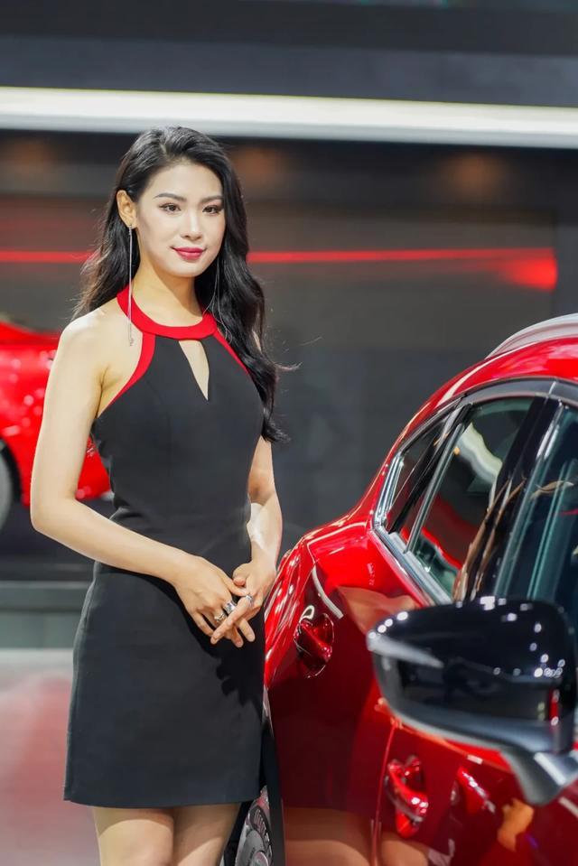 网红车模撑起成都车展半边天,这些展台美女值得一拍插图15