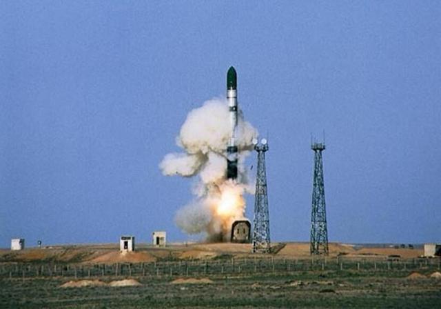 射程1万公里导弹失火,140名专家不幸遇难,苏总师死里逃生-第2张