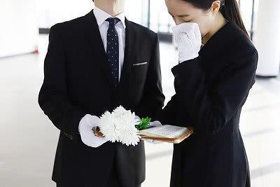 美国两位古稀老夫妻同时感染新冠病毒后,两人相继在6分钟内去世【www.smxdc.net】