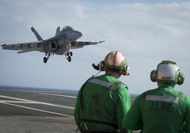 待遇比飞行员更高,航母上最特殊的兵种,每天必须与死亡搏斗-第3张