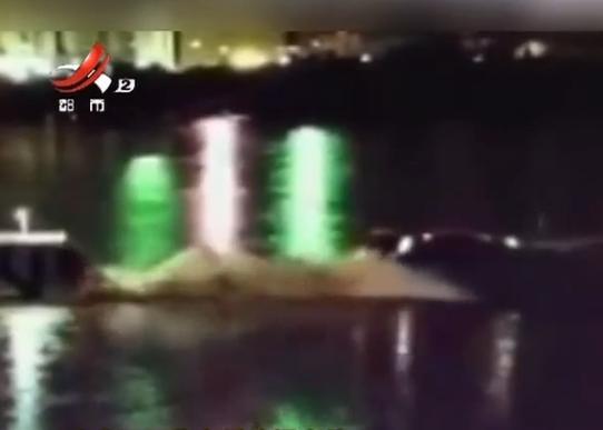 广东河源紫金桥垮塌事件:一白色车辆被打捞出水 两人生死不明【www.smxdc.net】 全球新闻风头榜 第3张