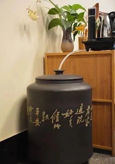 以罐养水,以水润茶,以茶清心——紫陶缸养水到底好在哪里 紫陶特点-第4张