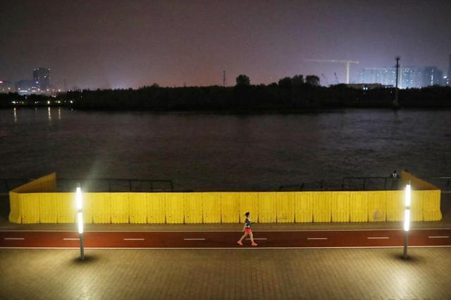 昨晚又一艘大船撞击徐汇滨江亲水平台,今天官方通报调查结果