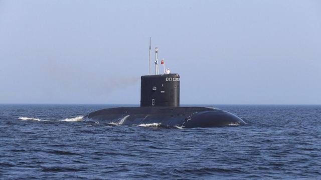 美军潜艇被曝在俄附近现身两天后,美国海岸附近突然浮出一艘俄军潜艇www.smxdc.net