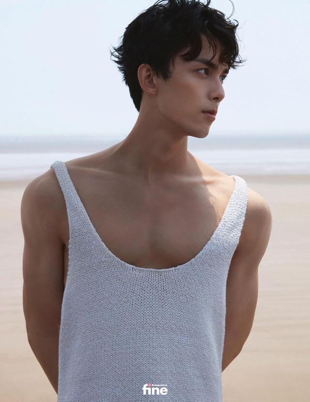 吴磊身着蓝色衬衫 造型清爽少年感十足-第3张