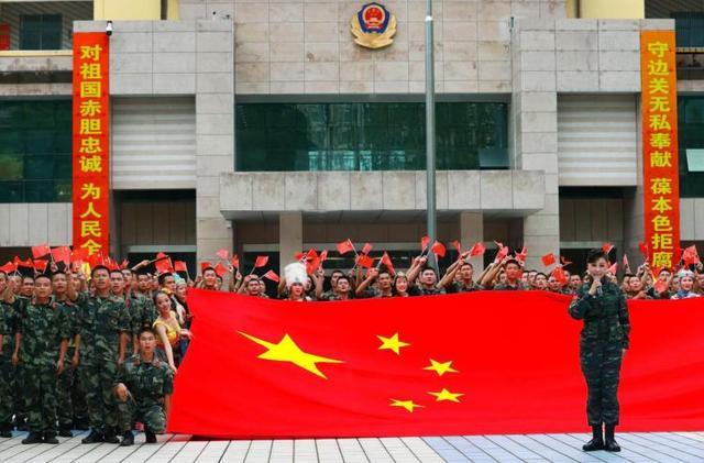 深港卫士手擎巨幅国旗表白祖国-第2张
