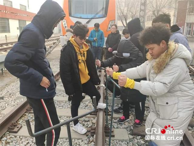 """泰国小伙儿郑齐光在中国学高铁检修""""等中泰铁路建好我就能走我梦想的路""""-第4张"""