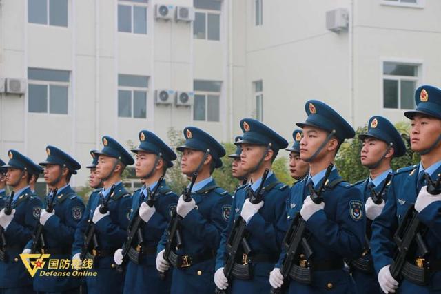 晨曦迎华诞!空军石家庄飞行学院某旅隆重举行升旗仪式-第5张