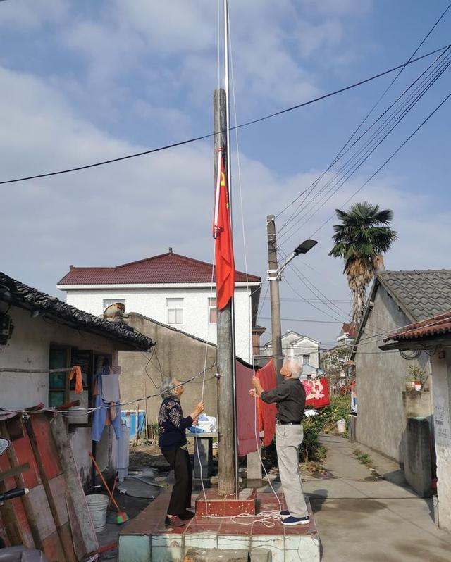 92岁老兵农家小院升国旗20年 这份使命交给七旬儿子-第2张