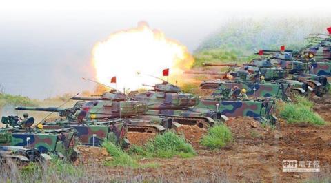 """台""""防长""""称45万台军一声令下就集结 台退役少将:没有武器提扫帚出征?"""
