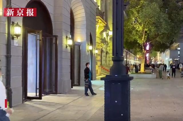 武汉江汉路新型路灯可给手机无线充电,官方提醒:注意防盗 全球新闻风头榜 第2张