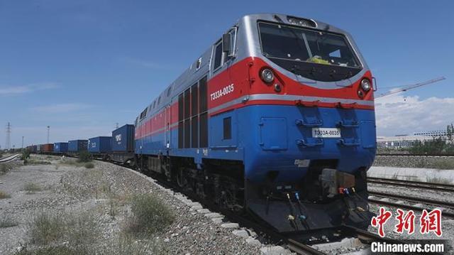 今年新疆霍尔果斯口岸进出境中欧班列数量已突破4000列