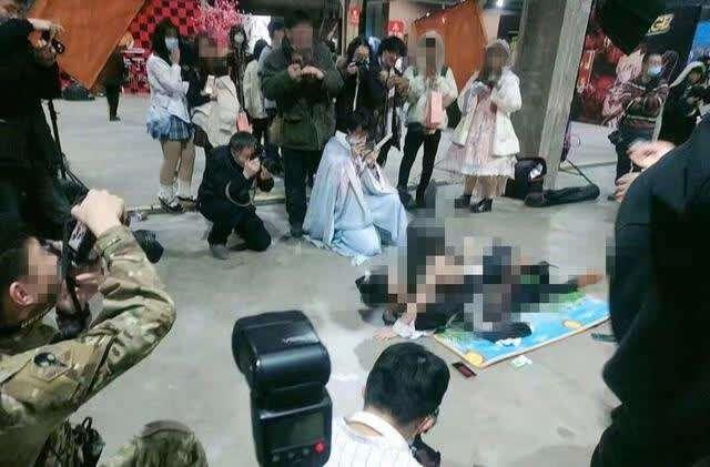 哈尔滨漫展不雅拍照 涉事女子:无义务向任何人道歉