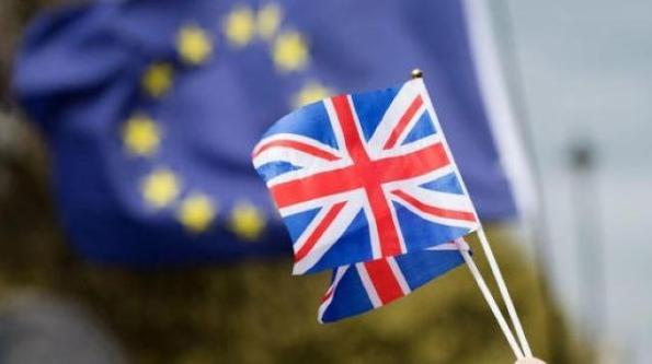 欧盟不再遮遮掩掩,对英亮出大动作,默克尔、马克龙作出重磅表态插图2