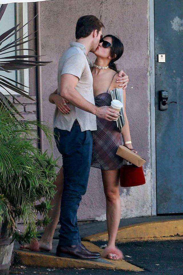 和甜茶激吻、锤弟约会…好莱坞美艳御姐的快乐你想象不到插图20