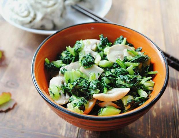 美食精选:清炒手捏菜 、凉拌红薯粉条、章鱼小丸子、葱油拌藕片