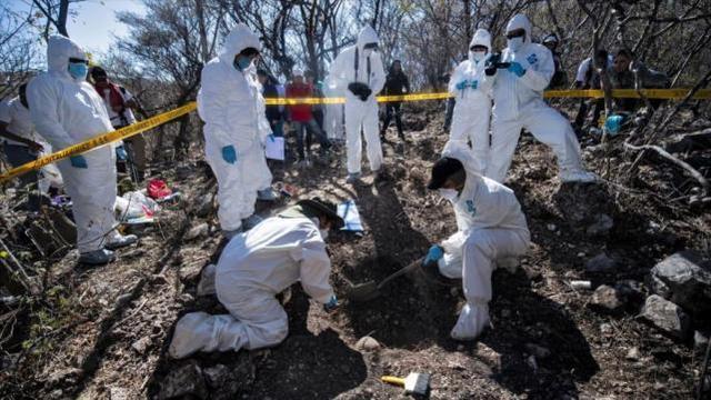 墨西哥秘密焚尸坑里挖出215具尸体,当局:还有5个尸坑待查证