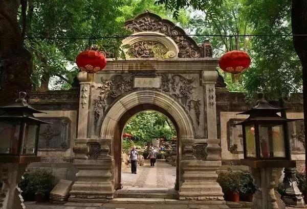 和珅府邸怎么易主的,中国第一豪宅和珅的府邸,一根柱子就值20亿