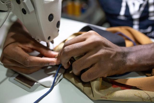 全球服装加工厂和供应商损失了高达162亿美元的