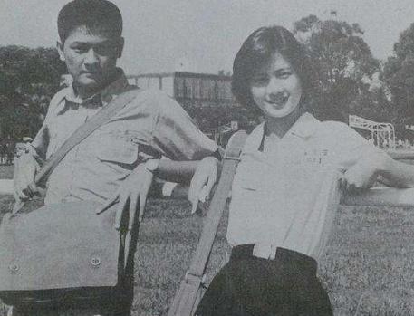 她18歲出道被稱「學生情人」,23歲婚後丈夫被綁,今身家50億台幣