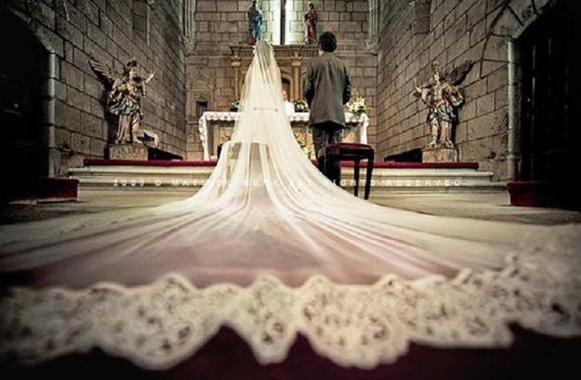 披上婚纱是每个女孩子的公主梦,穿越历史探索洁白婚纱的诞生发展-第3张