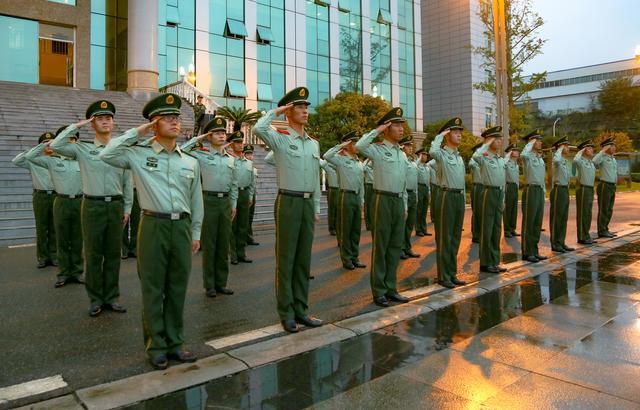武警绵阳支队举行升旗仪式为祖国母亲庆生-第3张