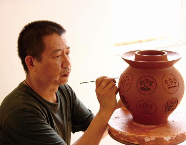 云南省陶瓷工艺大师-李卫忠 紫陶介绍-第1张