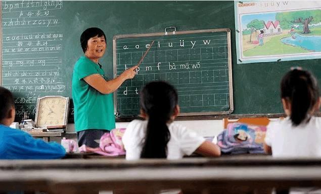 一些女教师55岁后,从教学一线退到后勤岗位,引起不少人的不满插图1