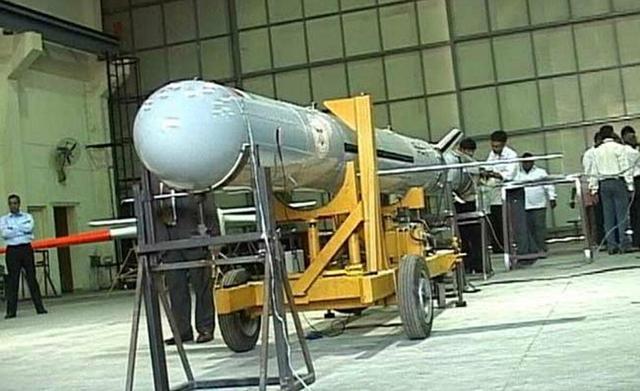 印度军队穷兵黩武,拉克达边境部署三款导弹,专家:吓唬不了中国-第4张