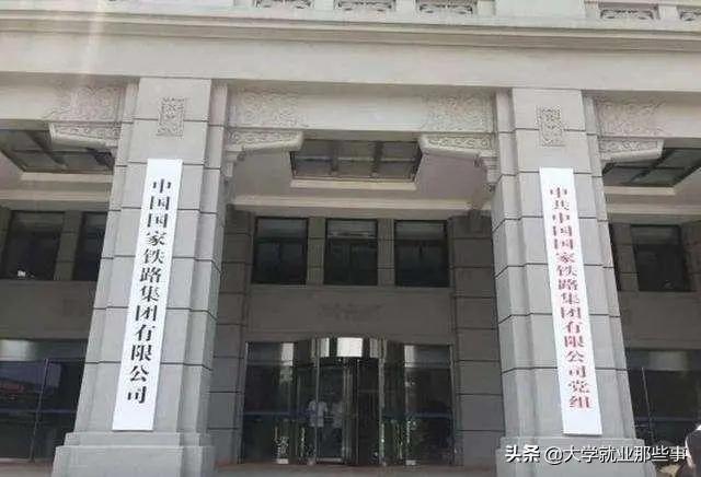 老总兼党委书记吴志福:个人社保、医疗保险、公司级个人公积金累