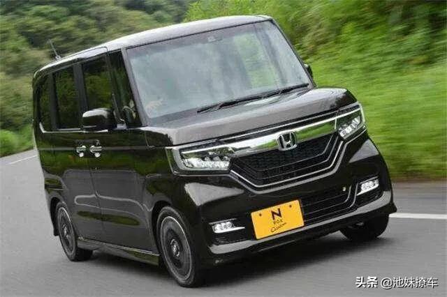 【汽车知识】造型奇特的K-Car为啥在日本会火? 前段时间有同事到日本出差回来,感受最深的就是日本街头汽车大部分是方方正正的,没什么造型可言,难道是审美观念不同,不然这种车怎么在日本这么流行呢?今天我