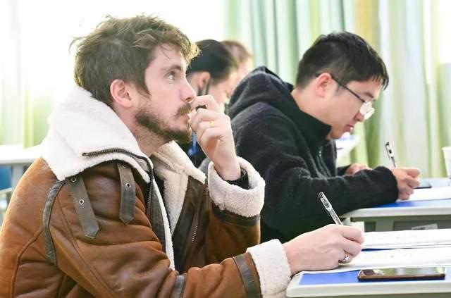 学生为主体丨敢说英语,与世界无限沟通