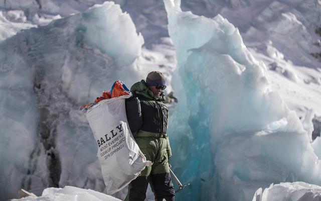 瑞士奢侈品牌Bally巴利做实事,派人上珠穆朗玛峰清理垃圾