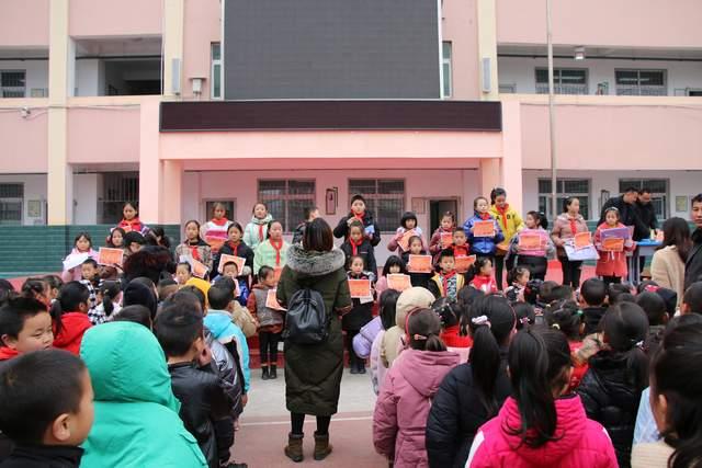 雷波县金沙镇中心校成功举办第5届书画大赛