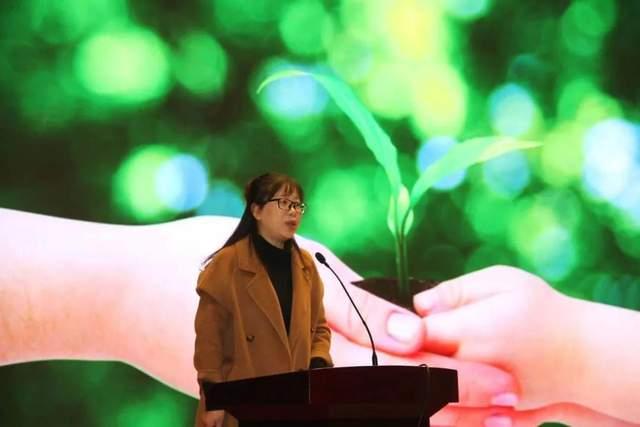 """装满星星的口袋――记海安市第一实验幼儿园""""做四有教师""""演讲活动"""
