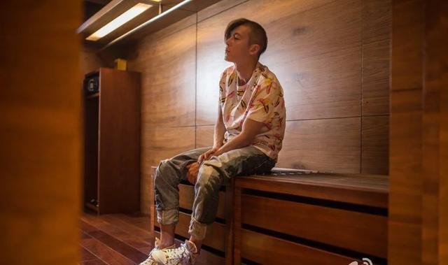 40岁的陈冠希拍摄时尚造型,却被网友吐槽酷似光头强…