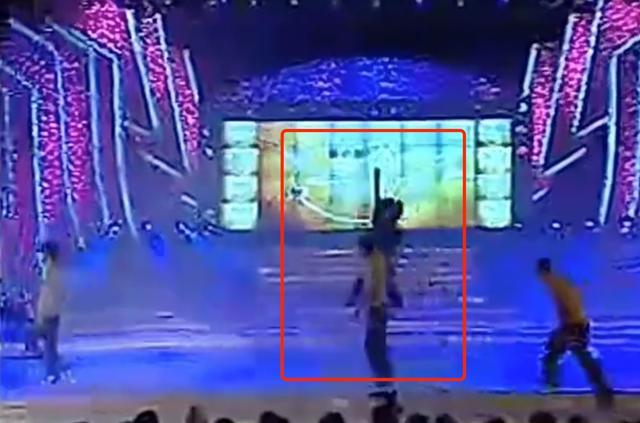 新裤子这段尬死人的翻车现场,把台上台下都逗乐了